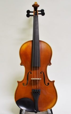 Yamaha Braviol Intermediate Model AV7 Violin front